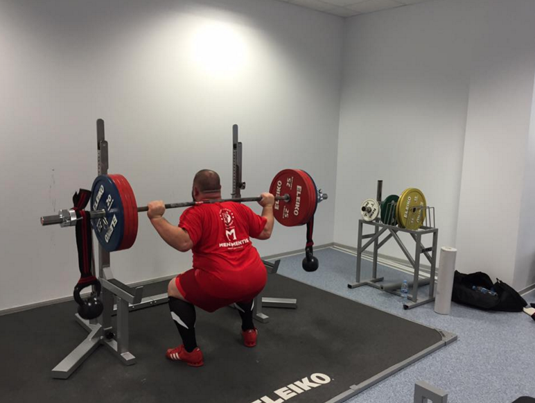 Here's the IPF 2016 120kg Masters Champion doing some stability work with kettlebells (...and 215kg!)